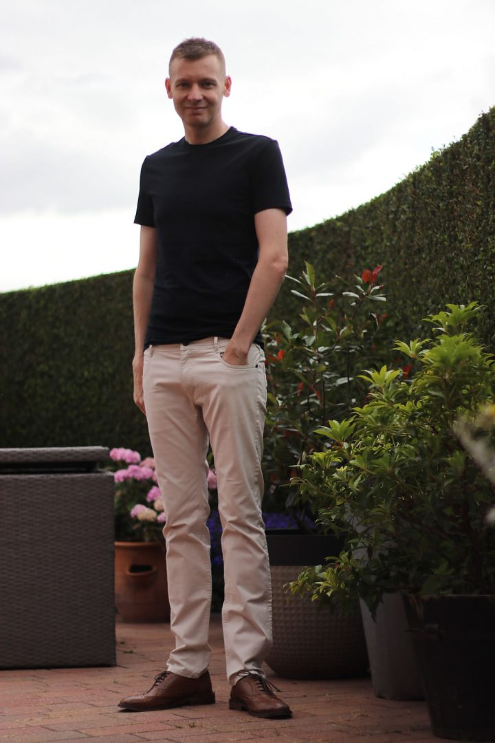 Outfit Style - Beige Chinos And Navy T Shirt