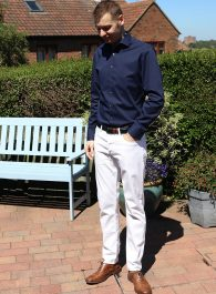 white jeans and navy shirt outfit - style ideas for men