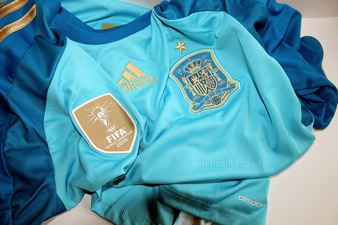 spain 2014 home goalkeeper shirt with casillas printing