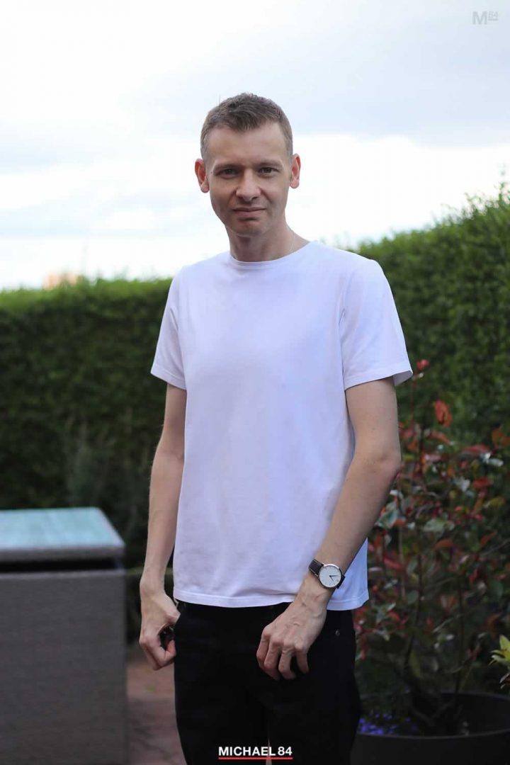 Wear A White T Shirt On It's Own